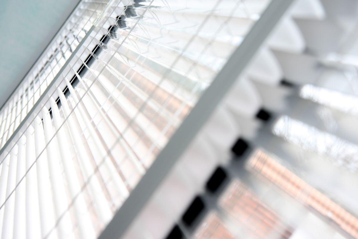 Jak upiększyć okna i nadać im charakteru za pomocą żaluzji
